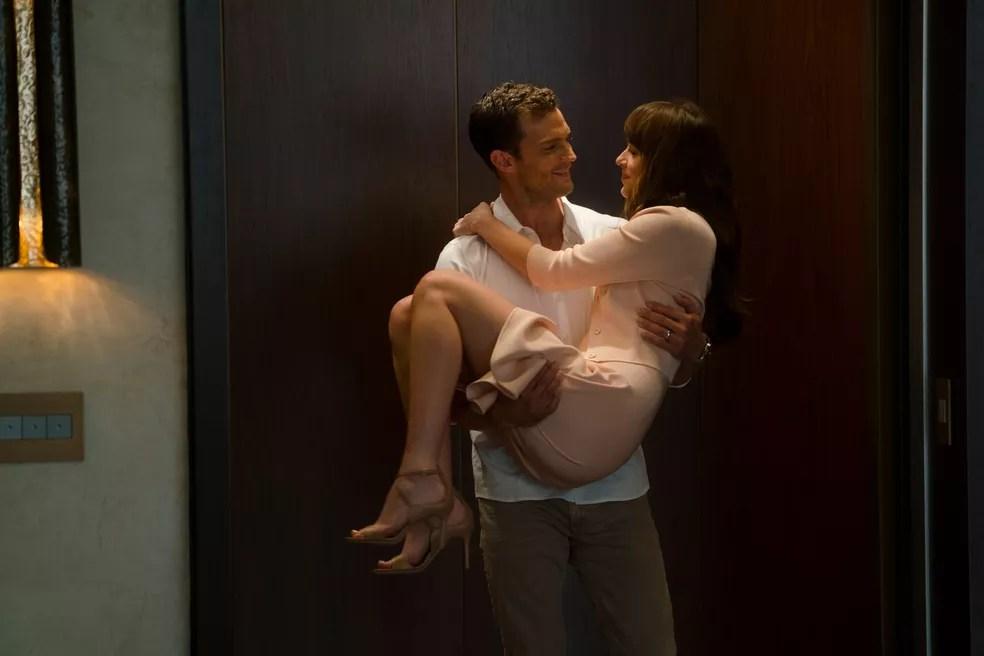 Ana e Christian felizes para sempre no final da saga 'Cinquenta tons' (Foto: Divulgação/Universal Pictures)