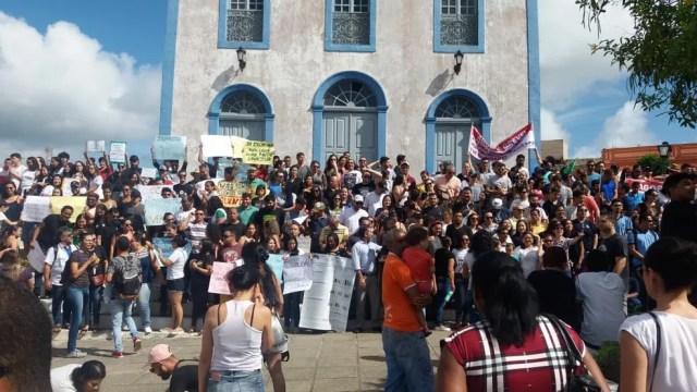 Concentração do ato público contra bloqueios em verbas da educação em Areia, PB — Foto: Leossávio César/Arquivo pessoal