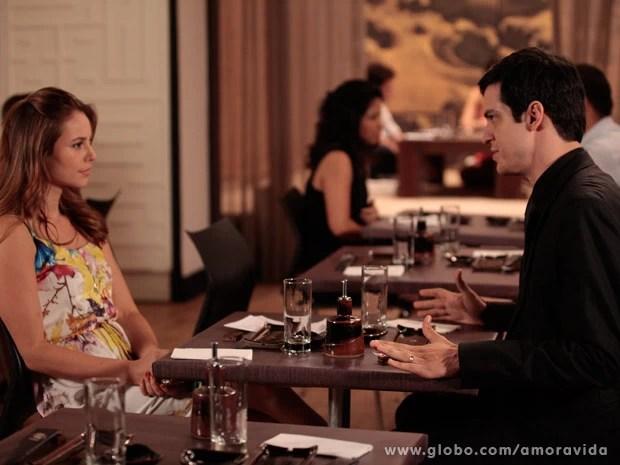 Paloma e Félix se estranham por causa do dinheiro de César (Foto: Amor à Vida / TV Globo)
