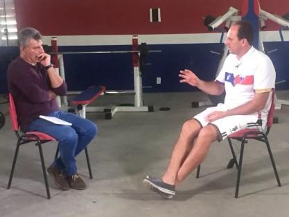 Cléber Machado entrevista Rogério Ceni no Fortaleza (Foto: Vanessa Santilli)