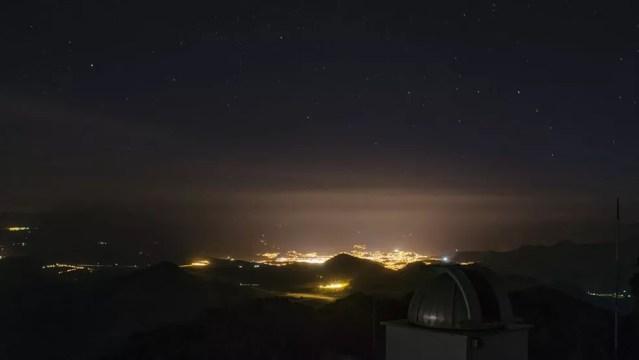 A iluminação artificial tem atrapalhado a eficácia Laboratório Nacional de Astronomia (LNA), localizado em Itajubá, em Minas Gerais (Foto: Cleber Gonçalves/BBC)
