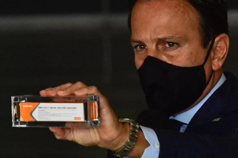 João Doria, (PSDB) Governador do Estado de São Paulo, durante coletiva de imprensa sobre medidas de combate ao Coronavírus, (COVID-19) nesta segunda feira, (14) no Palácio dos Bandeirantes. Durante a coletiva o Governador falou sobre a contrução da fábrica da vacina Coronavac. — Foto: ROBERTO CASIMIRO/FOTOARENA/ESTADÃO CONTEÚDO
