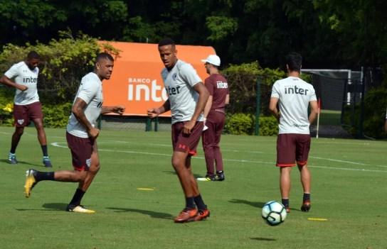 Júnior Tavares e Éder Militão devem ser titulares nesta quarta (Foto: Érico Leonan/saopaulofc.net)