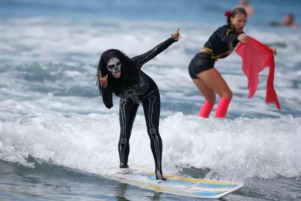 Competição de surfe aconteceu em Santa Monica, no estado da Califórnia (Foto: Lucy Nicholson/Reuters)
