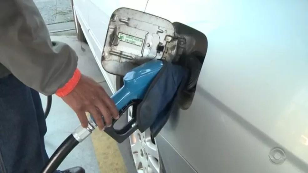 Preço da gasolina varia em cidades de SC (Foto: Reprodução/RBS TV)