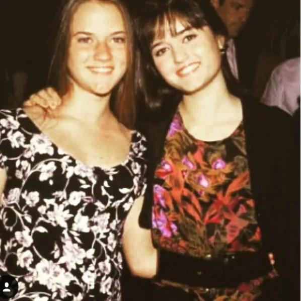 Crystal e a irmã Danica McKellar (Foto: Instagram)