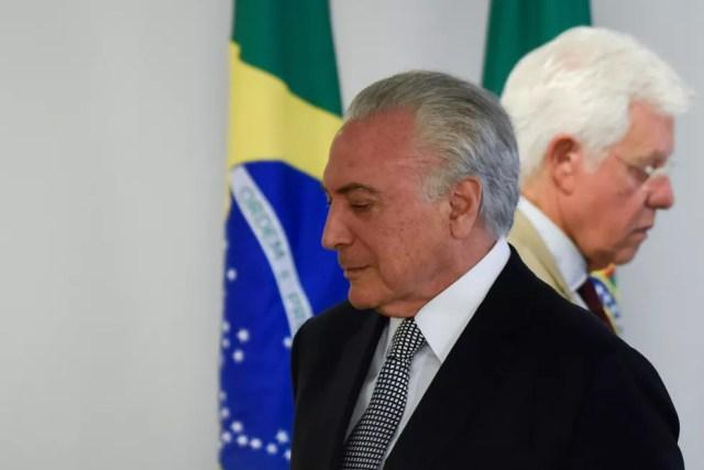 Michel Temer e Moreira Franco em maio de 2018 — Foto: Mateus Bonomi/AGIF/via AFP
