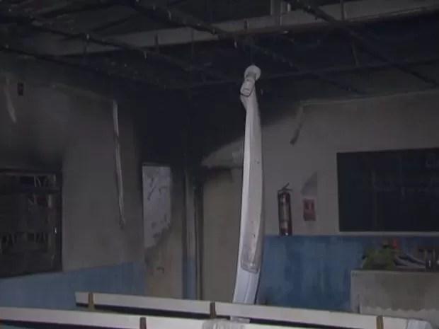 Centro espírita consumido por incêndio em Sobradinho II, no Distrito Federal (Foto: TV Globo/Reprodução)