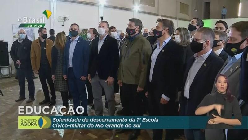 Bolsonaro participa de solenidade em escola cívico militar em Bagé — Foto: Reprodução/TV Brasil