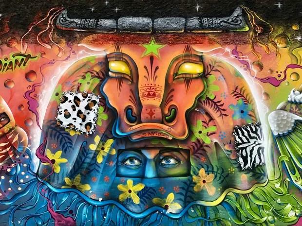 Mural da praça central de Balneário Camboriú é assinada pelo artista Diant (Foto: George Varela/Divulgação)