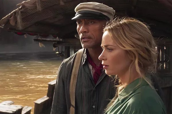 Dwayne Johnson (The Rock) and Emily Blunt in a scene from Jungle Cruise (2021) (Photo: Reproduction)