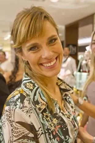Carolina Dieckmann e seu novo visual de franjinha (Foto: Eduardo Saraiva)