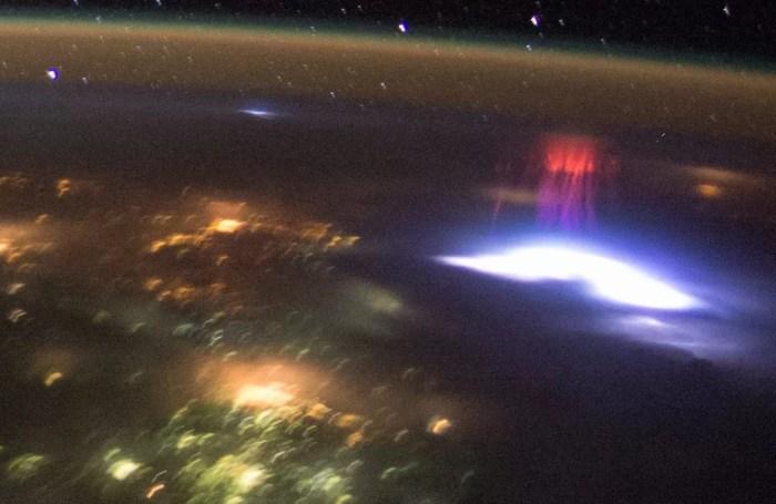Sprites: um fenômeno raro e misterioso na atmosfera.