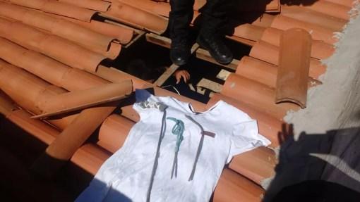 Buraco aberto no teto pelos presos da Cadeia Pública de Mossoró; 14 fugiram (Foto: Cedida)