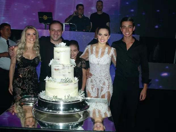 EGO  Larissa Manoela e Kfera vo  festa de 19 anos de Flvia Pavanelli  notcias de Ego Teen