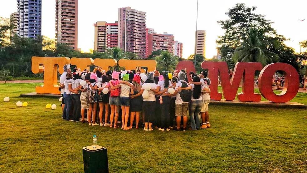 Um abraço, uma palavra amiga, pode auxiliar neste momento — Foto: Sayonara Lima/CAPS Infanto Juvenil