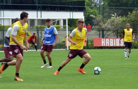 Lucas Fernandes pode voltar ao time titular na quinta-feira (Foto: Érico Leonan / site oficial do SPFC)
