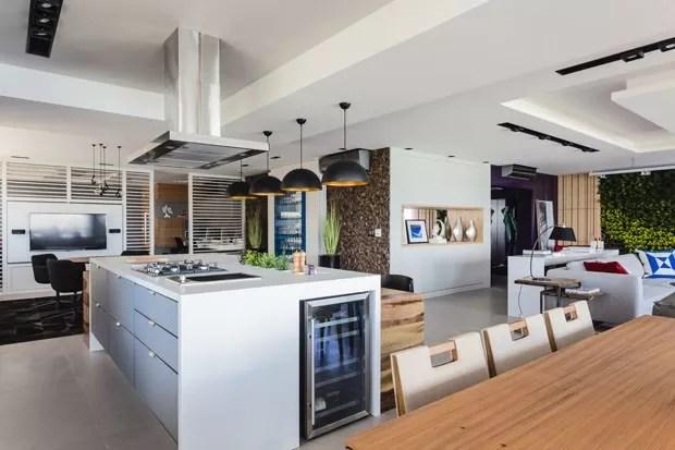 Cozinhas com ilha: 14 ambientes equipados e aconchegantes (Foto: Divulgação)