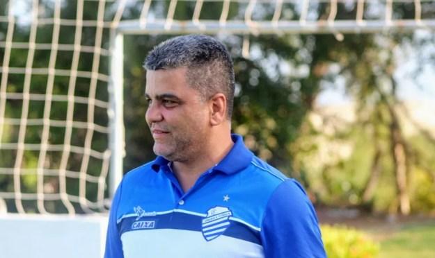 Marcelo Cabo muda lateral do CSA e começa a definir time para jogo contra o CEO — Foto: Rodrigo Cortez/CSA