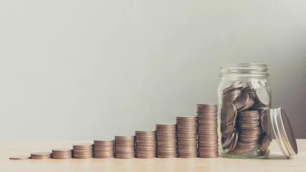 Quando o plano de pensão é por adesão automática, é mais fácil economizar... porque a maioria das pessoas não se dá ao trabalho de desativar (Foto: Getty Images)