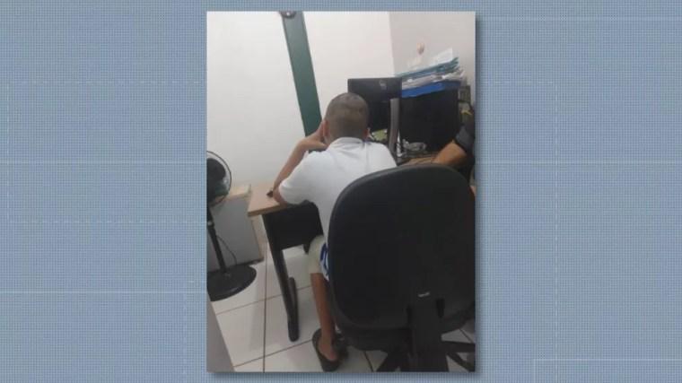 Jovem de 12 anos com cabeça raspada — Foto: Reprodução/TV Globo