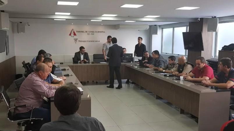 Reunião na Federação Mineira de Futebol para decidir detalhes sobre o clássico mineiro — Foto: Rafael Araújo