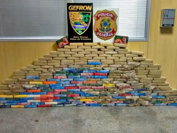 Carga de cocaína estaria avaliada em mais de R$ 2,7 milhões, segundo o Gefron (Foto: Divulgação/Gefron-MT)