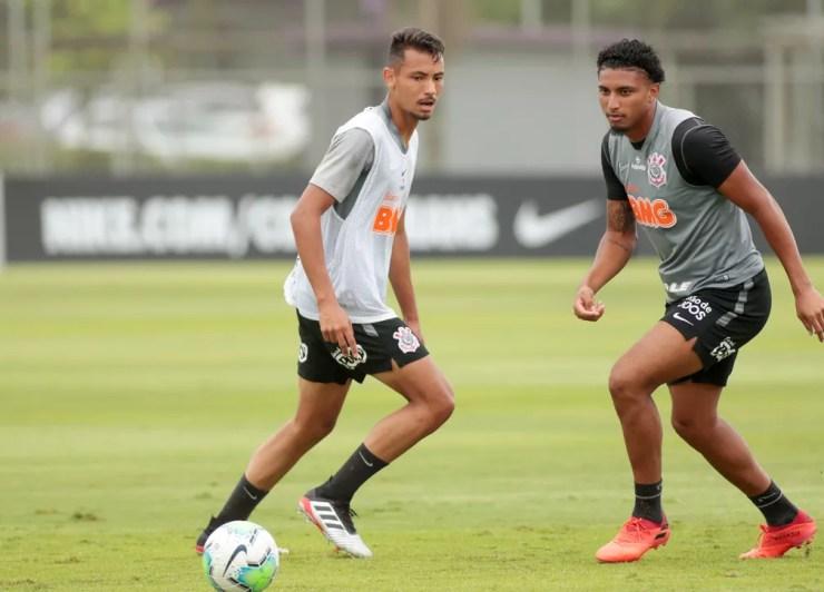 Belezi com Éderson no treino do Corinthians — Foto: Rodrigo Coca/Ag. Corinthians