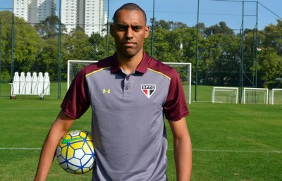 Douglas é um dos postulantes a vaga de Arboleda, suspenso contra a Ponte (Foto: Erico Leonan - site oficial do São Paulo FC)