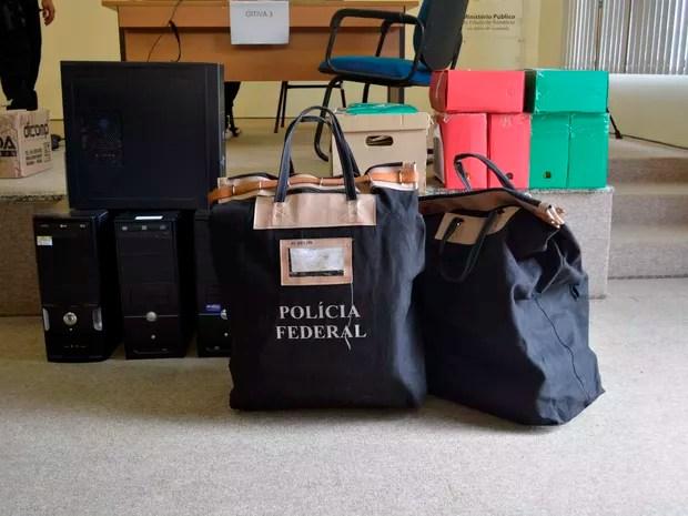 PF apreendeu documentos durante operação nesta terça-feira em RO (Foto: Jeferson Carlos/G1)