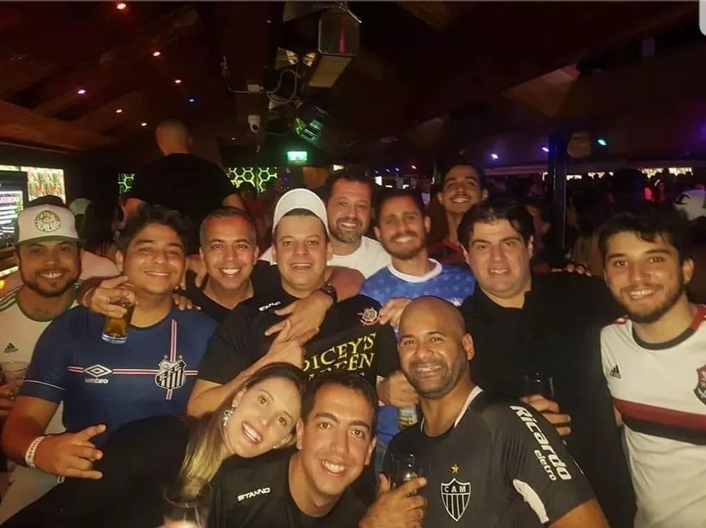 Líderes de torcidas de times brasileiros unidos em Dublin — Foto: Reprodução / Brasileirão Dublin
