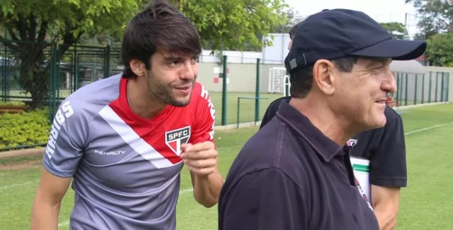 Kaká despedida (Foto: Rubens Chiri/saopaulofc.net)