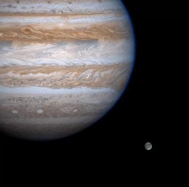 Júpíter e sua lua Ganímedes em imagem da nave Cassini da NASA. (Foto: NASA)