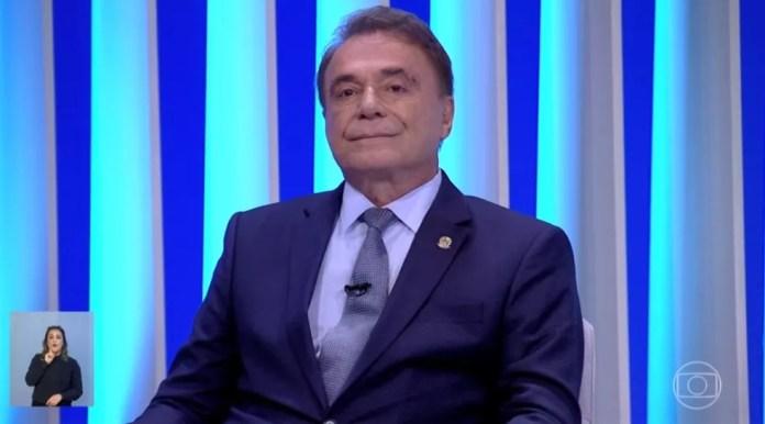 O candidato do Podemos à Presidência, Alvaro Dias, durante debate na TV Globo — Foto: Reprodução