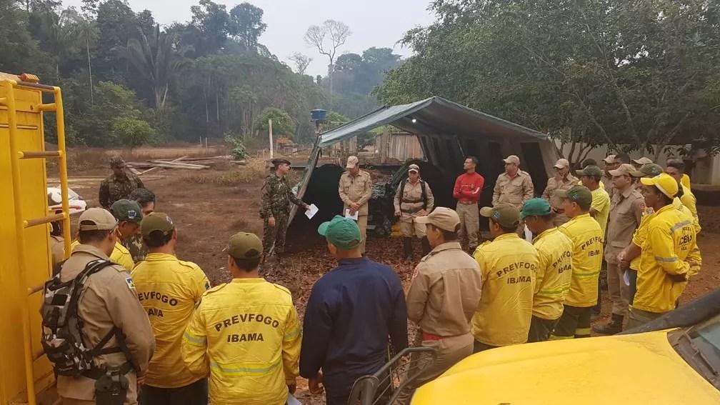 Equipes recebem orientações em combate de incêndio na reserva Jacundá — Foto: 17ª Brigada/Divulgação
