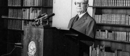 Ernesto Geisel na biblioteca do Palácio da Alvorada
