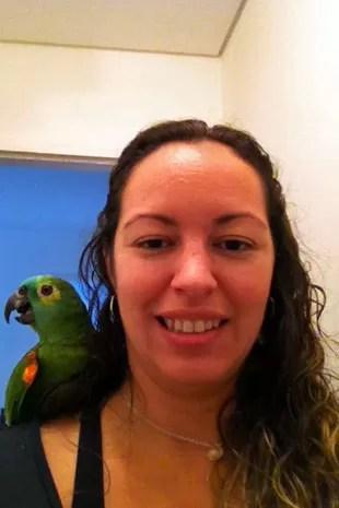 Gabriela Machado com seu papagaio Bob (Foto: Arquivo pessoal)