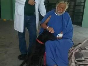 Cão recebeu carinho de dono internado em hospital (Foto: Gustavo Consoline/TEM Você)