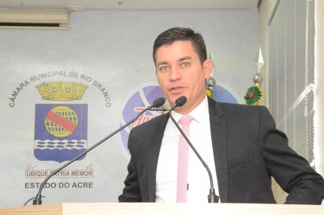 Reeleito em Rio Branco, vereador Raimundo Neném é alvo de investigação da PF por compra de votos — Foto: Arquivo/Câmara Municipal