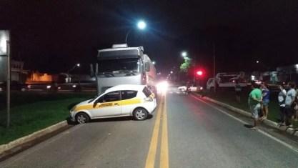 Condutores de ambos os veículos foram submetidos ao teste do etilômetro — Foto: Divulgação/Polícia Rodoviária Federal