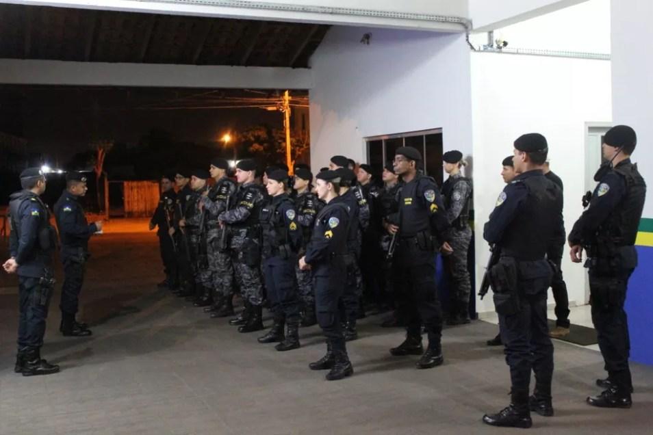 Policiais participam de operação em Pacarana — Foto: 4° BPM/Divulgação