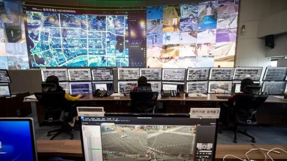 Do centro de controle você pode ver a cidade toda — Foto: Getty Images via BBC