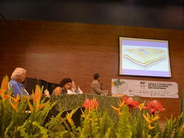 Exploração de gás de xisto foi debatida por pesquisadores durante SBPC (Foto: Veriana Ribeiro/G1)
