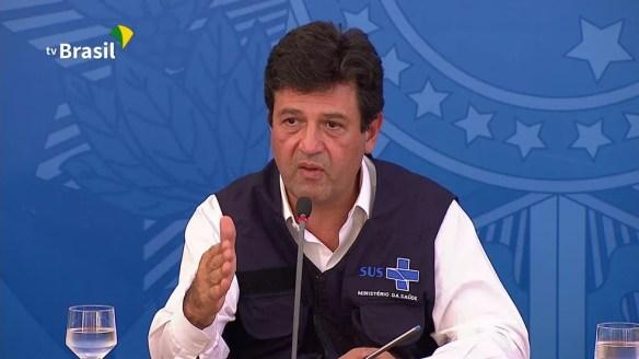 O ministro da Saúde, Henrique Mandetta, durante entrevista nesta segunda (30) — Foto: Reprodução/TV Brasil