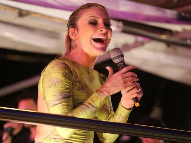 Claudia Leitte comanda o bloco Largadinho (Foto: Fernando Correia/G1)