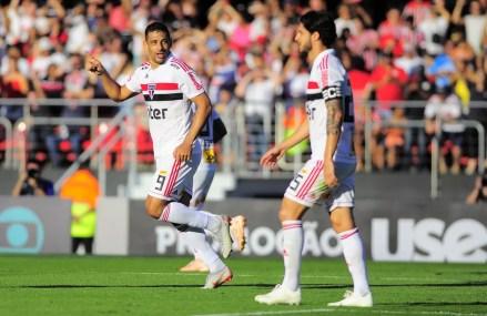 Diego Souza é esperança de gol do São Paulo contra o Inter — Foto: Marcos Ribolli