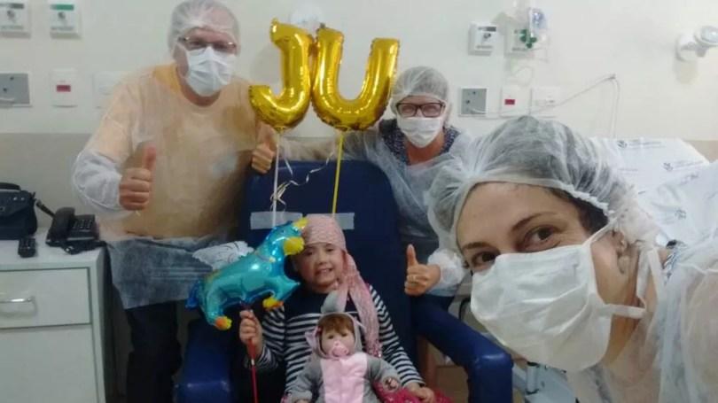 Júlia Abrame ficou internada desde fevereiro para transplante de medula ossea (Foto: Arquivo Pessoal/Adriana Abrame)