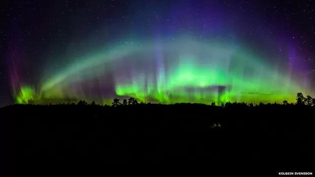 Outra imagem da aurora boreal. Esta, de Kolbein Svensson, foi feita com cinco fotos verticais que, juntas, criam uma panorâmica (Foto: Kolbein Svensson)