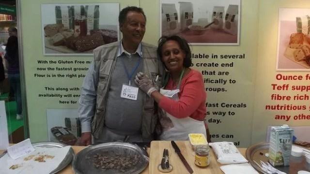 Em Londres, empresa Tobia Teff usa teff produzido nos EUA para fazer pães e mingau  (Foto: James Jeffrey)