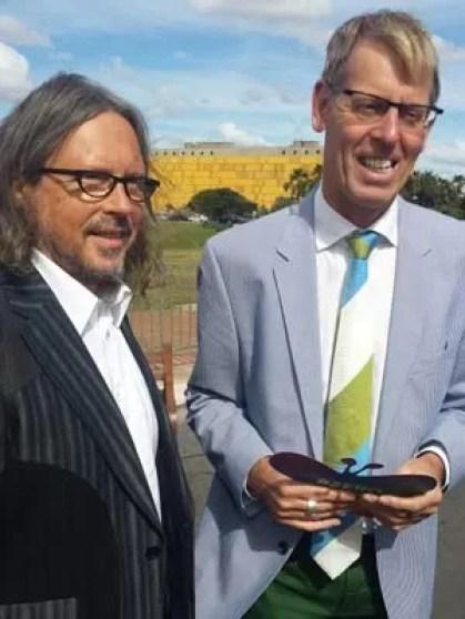 Embaixador da Bélgica no Brasil (à dir.) com o marido em casamento coletivo (Foto: Isabella Formiga/G1)